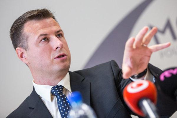 Predseda poslaneckého klubu Mosta-Híd Gábor Gál hovorí, že vysvetleniu ministra vnútra verí.