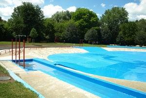 Ppohľad na detskú stranu bazéna.