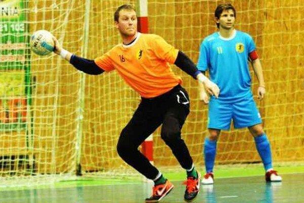 Peter Šeben stíha futsal i hádzanú na extraligovej a popri tom je aj fiutbalovým rozhodcom.