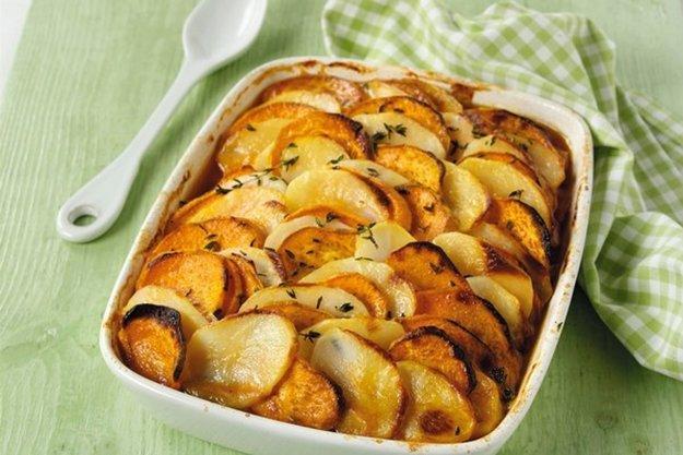 Bylinkové zapekané zemiaky so syrom
