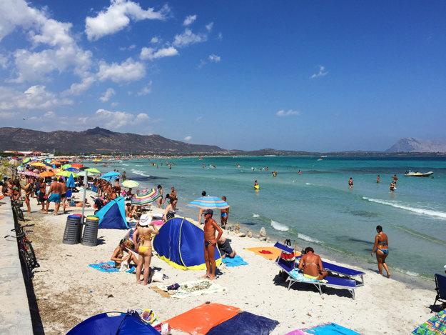 Na Sardínii je viac rozvinutých a luxusných letovísk.