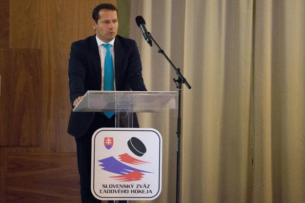 Martin Kohút počas príhovoru delegátom kongresu.