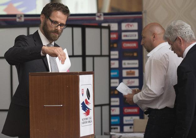 Michal Handzuš má už hlasovanie za sebou. Netajil sa tým, že podporí Martina Kohúta.