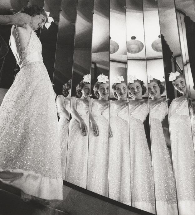 Módne kolekcie značky Chanel fotil niekoľko sezón. 1937.