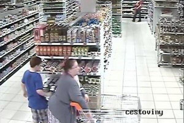 Polícia žiada o pomoc pri identifikácii týchto ľudí.