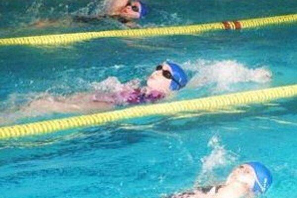 22.ročník Veľkej ceny mesta priniesol dramatické preteky aj na 100 m znak dievčat.