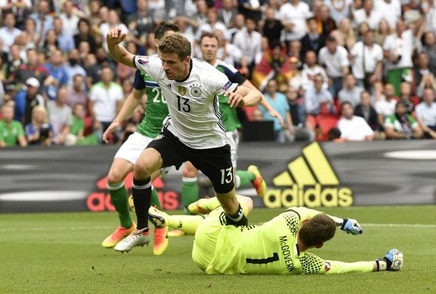 Vo svojej prvej šanci neuspel Müller ani v samostatnom nájazde na McGoverna.