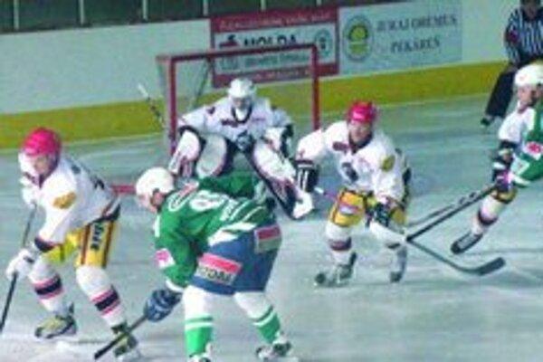 Tigre (v zelenom) začali víťazstvom.