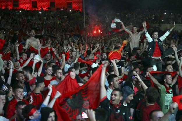 Albánci počas európskeho šampionátu pobláznili fanúšikov v Tirane.