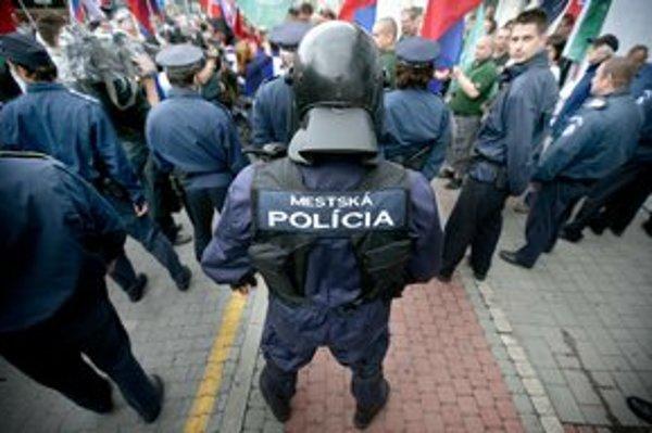 Ľudia vraj nie sú spokojní s mestskou políciou.