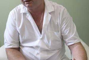 MUDr. Michal Hulman (47) primár Kliniky srdcovej chirurgie Národného ústavu srdcových a cievnych chorôb v Bratislave, kardiochirurgii sa venuje už 23 rokov. Je aj hlavným odborníkom na kardiochirurgiu. Ako jediný u nás operuje mechanické srdcia, tie zatia