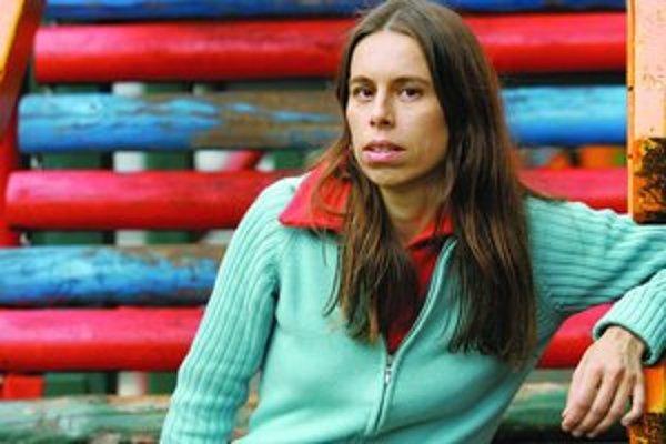 Šina (1968), občianskym menom Jana Lokšenincová - speváčka, basgitaristka, skladateľka, textárka, členka skupiny Longital (predtým Dlhé diely) na plný úväzok, hlava alternatívneho vydavateľstva Slnko Records. S Dlhými dielmi/Longitalom nahrala štyri album