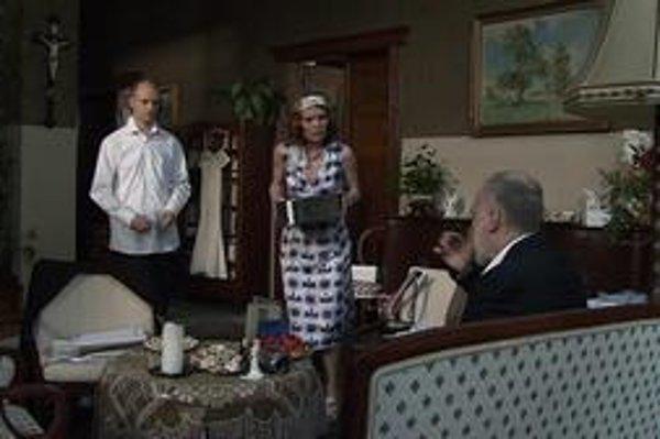 Snímka z českého seriálu televízie Nova Súkromné pasce. Dávala ho aj Markíza, podobný chystá Joj.