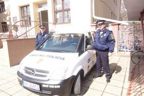 Komjatickí obecní policajti.