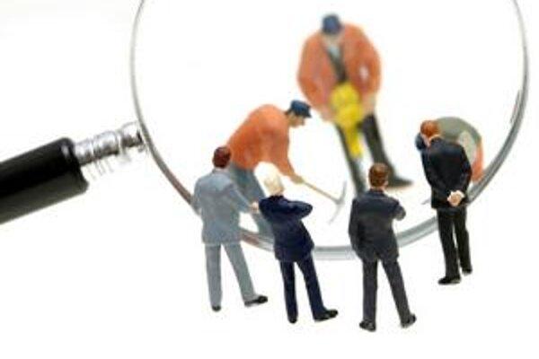 Firmy sa snažia zastrešiť jedným komplexným človekom pozície, ktoré doteraz nerobil len jeden pracovník.