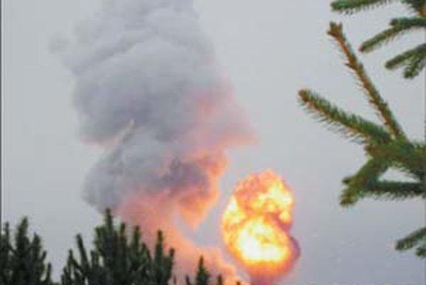 Túto fotografiu výbuchu v Novákoch poslal do SME Alexander Fröhlich. Pripísal k nej: Fotená je po prvej detonácii, ktorú som zaznamenal v Prievidzi na ul. Rudnaya. V čase fotenia dymu z prvej detonácie nastal druhý výbuch, ktorý je zachytený na fotografii