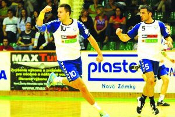 Odchovanec Štartu Tomáš Szücs (vľavo) rozhodol o tesnom víťazstve Hlohovca nad svojimi bývalými spoluhráčmi.