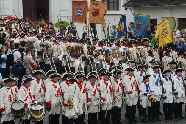 Súčasťou korunovácie bude aj korunovačný sprievod a prenášanie korunovačných insígnií z Bratislavského hradu.