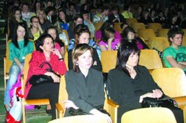 Publikum stretnutia o ekológii v Šuranoch.