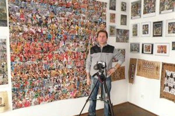 Týmto aparátom urobil J. Dudáš väčšinu svojich fotiek. V byte má z nich galériu.