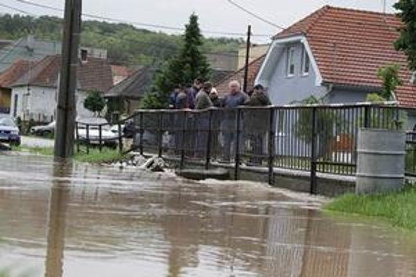 Rieka Žitava vo Vieske nad Žitavou.