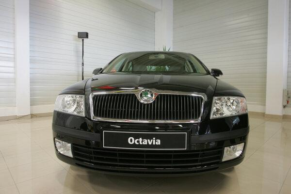 Dnes jazdí primátor s čiernou Škodou Octavia.