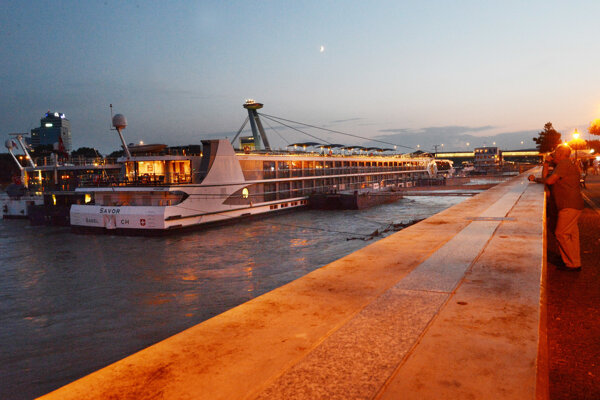 Turisti z výletných lodí na Dunaji strávia v Bratislave len niekoľko hodín.