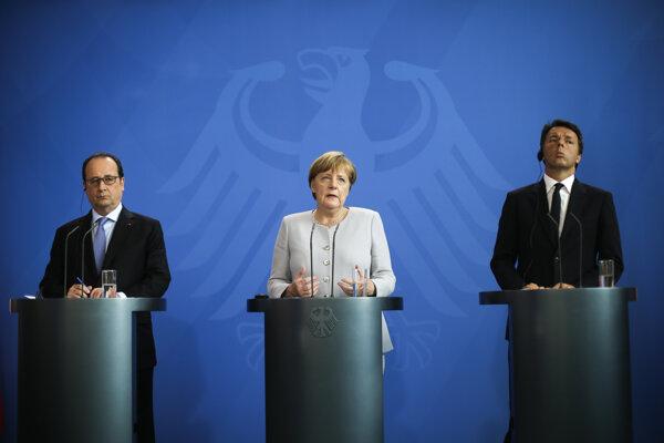 Angela Merkelová, Francois Hollande (vľavo) a Matteo Renzi (vpravo).