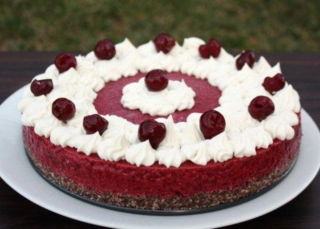 Višňová torta bez múky a pečenia