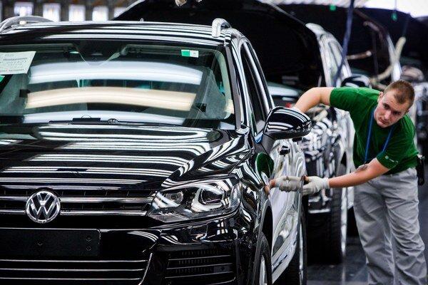 Volkswagen stále hľadá riešenie, ako zo škandálu vyviaznuť s čo najmenšími škodami.