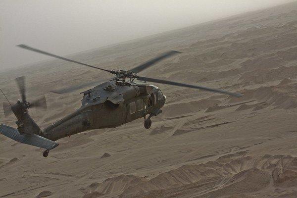 Investičná skupina Penta vlastní české Aero Vodochody, ktoré zabezpečuje náhradné diely pre vrtuľníky Black Hawk (na snímke). Tie plánuje kúpiť aj slovenská armáda.