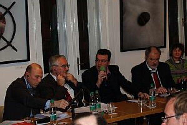 Jan Bondy, Martin Bútora, Pál Hatos a Igor Otčenáš na Vyšehradskom salóne.