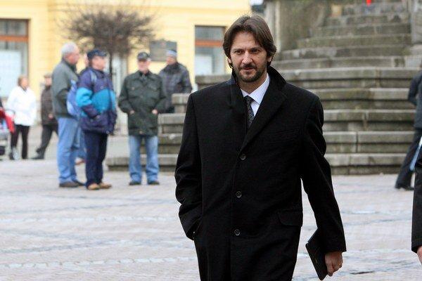 Peniaze bude rozdeľovať ministerstvo vnútra pod vedením Roberta Kaliňáka.