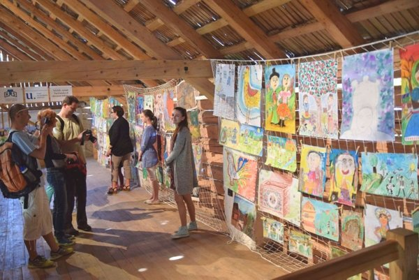 Výstava detských výtvarných prác vo Voziarni z Moškovca.