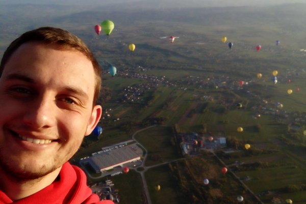 Martin Kalafut v koši svojho balóna.