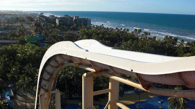 Tobogán Insano v brazílskom Beach Park Aquiraz je vysoký 41 metrov.