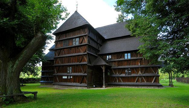 Drevený artikulárny kostol v Hronseku.