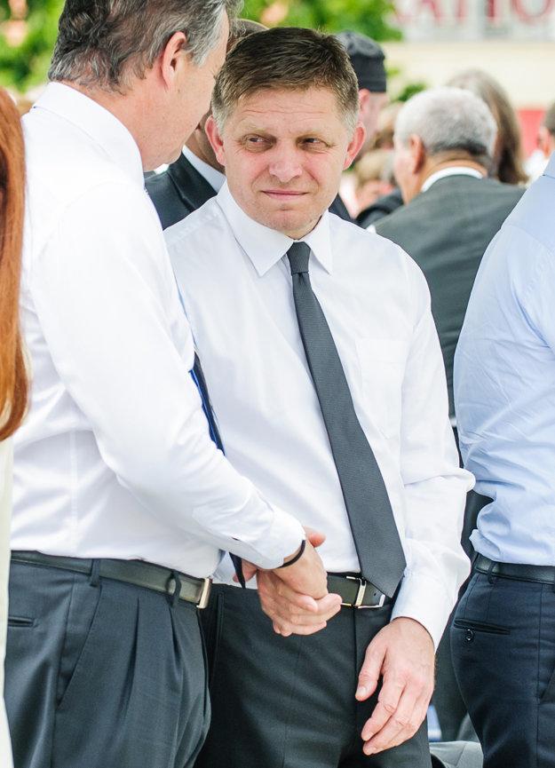 Predseda vlády SR Robert Fico (vpravo) a primátor mesta Nitra Jozef Dvonč (vľavo) počas Cyrilo-metodskej národnej púte v rámci tradičných slávnosti Nitra, milá Nitra.