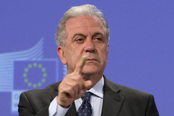 Komisár EÚ pre migráciu, vnútorné záležitosti a občianstvo Dimitris Avramopulos.