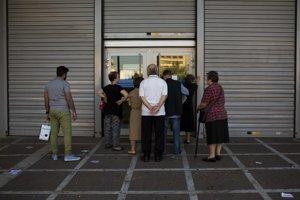 Grécke banky naďalej ostávajú zatvorené.