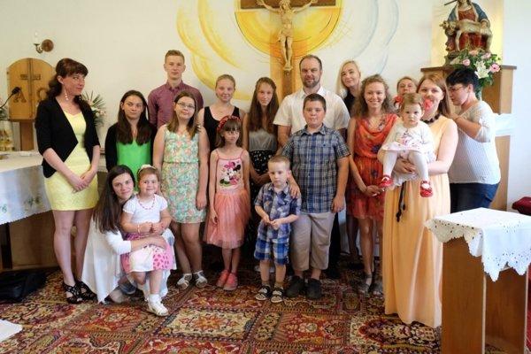 Spoločná fotografia pri príležitosti slávnosti Dňa rodiny.