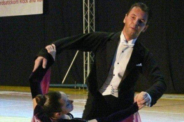 Na parkete. Aj hendikepovaní si vedia tanec užiť, precítiť a súťažiť.