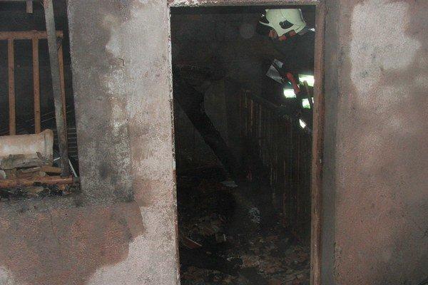 Zásah. Hasiči likvidovali požiar niekoľko hodín.