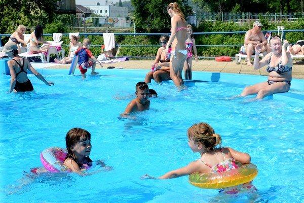 Bude teplo. Pobyt na kúpalisku bude s výnimkou širšieho okolia Popradu asi najlepšou alternatívou pre východniarov.