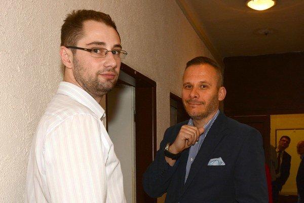 Debatovali aj o parkovaní. Poslanec M. Gibóda (vľavo) diskutoval o problémoch aj s prednostom na Severe M. Háberom.
