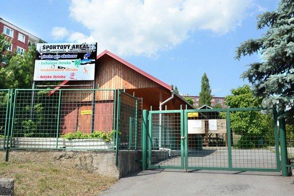 Športový areál. Brány zostanú pre skaterov zatvorené.
