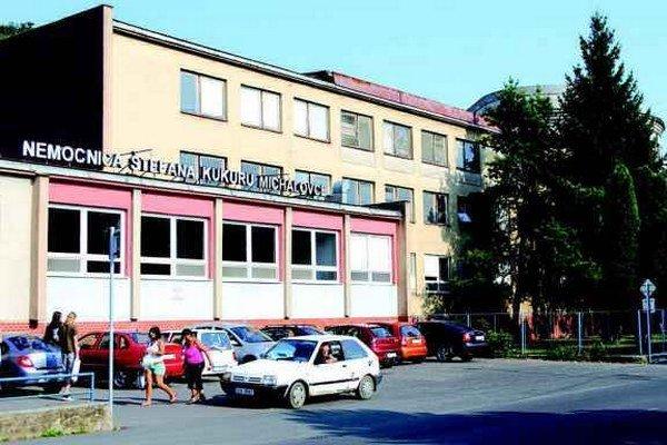 Michalovská nemocnica. Zmluvu z roku 1999 neplnila, ušlý zisk platiť nemusí.