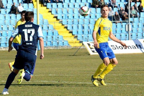 Tomáš Huk. Mladý obranca (vpravo) je už hráčom Dunajskej Stredy.