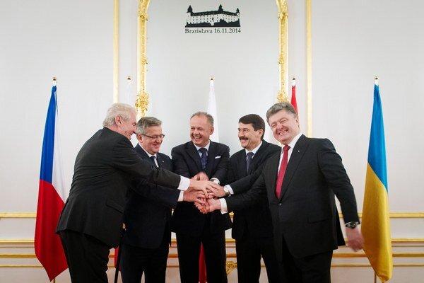 Prezidenti V4 a ukrajinský prezident Petro Porošenko (vpravo).