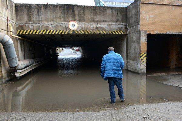 Podjazd. Pravidelne bol pod vodou.